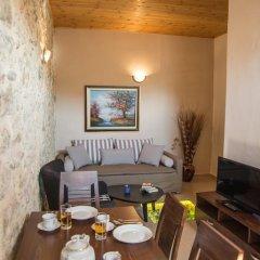 Отель Porto Enetiko Suites Улучшенные апартаменты с различными типами кроватей фото 12
