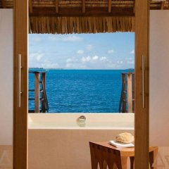 Отель Four Seasons Resort Bora Bora 5* Бунгало с различными типами кроватей фото 4