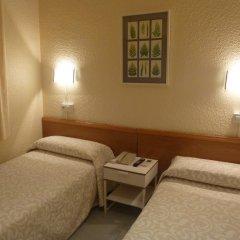 Aneto Hotel Стандартный номер с 2 отдельными кроватями (общая ванная комната) фото 3