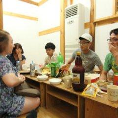Отель Irang Hanok Guesthouse Южная Корея, Сеул - отзывы, цены и фото номеров - забронировать отель Irang Hanok Guesthouse онлайн гостиничный бар