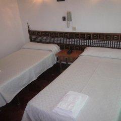 Отель Hostal Esmeralda Стандартный номер с различными типами кроватей