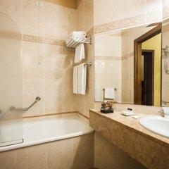 Отель Residenza D'Aragona 4* Улучшенный номер с двуспальной кроватью фото 2