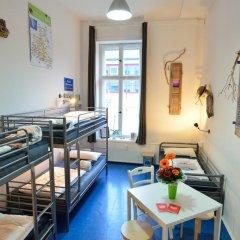 Kiez Hostel Berlin Кровать в общем номере с двухъярусной кроватью фото 5