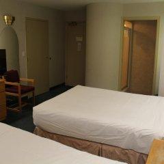 Отель Canadas Best Value Inn Langley Лэнгли комната для гостей фото 4