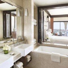 Отель The Ritz-Carlton Abu Dhabi, Grand Canal 5* Стандартный номер с двуспальной кроватью фото 5
