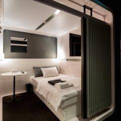 Отель First Cabin Kyobashi Кровать в мужском общем номере с двухъярусной кроватью фото 7
