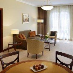 Mövenpick Hotel Bur Dubai 5* Улучшенный номер с различными типами кроватей фото 4