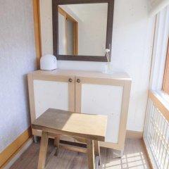 Отель Hi Jun Guesthouse Hongdae 2* Стандартный номер с двуспальной кроватью фото 4