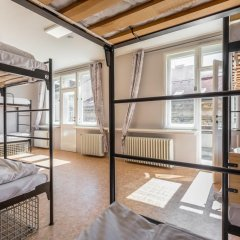 Отель Ahoy! NewTown Кровать в общем номере с двухъярусной кроватью