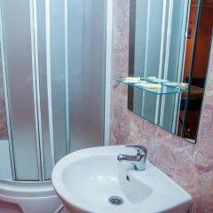 Гостиница Репинская 3* Стандартный семейный номер с двуспальной кроватью фото 6