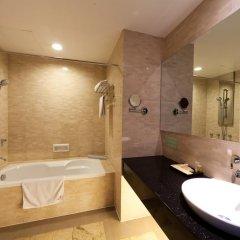 The Hanoi Club Hotel & Lake Palais Residences 4* Номер Делюкс разные типы кроватей фото 11