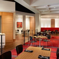 Отель Sheraton Cavalier Calgary Hotel Канада, Калгари - отзывы, цены и фото номеров - забронировать отель Sheraton Cavalier Calgary Hotel онлайн питание фото 3