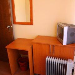 Отель Crystal Lux сейф в номере