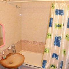 Гостиница Na Geologorazvedchikov 5 в Тюмени отзывы, цены и фото номеров - забронировать гостиницу Na Geologorazvedchikov 5 онлайн Тюмень ванная
