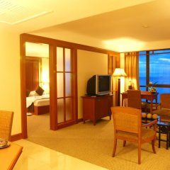 Отель Cholchan Pattaya Beach Resort 4* Улучшенный номер с различными типами кроватей фото 2