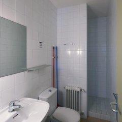Отель Apartamentos Montserrat Abat Marcet Монистроль-де-Монтсеррат ванная
