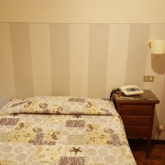 Hotel Delle Camelie 2* Стандартный номер с двуспальной кроватью фото 3
