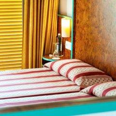 Отель Xaine Park сейф в номере