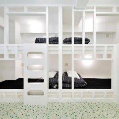 Отель Khaosan World Asakusa Ryokan Кровать в общем номере фото 10