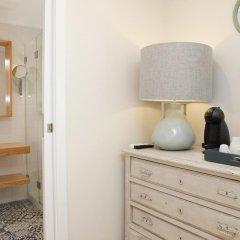 Отель Flores Guest House 4* Стандартный номер с двуспальной кроватью фото 11