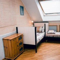 Hostel Kamin Стандартный семейный номер разные типы кроватей фото 4