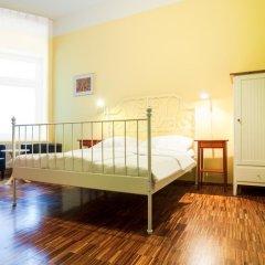 The Circus Hostel Стандартный номер с двуспальной кроватью (общая ванная комната)