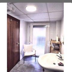 Отель Hostal Isabel Испания, Бланес - отзывы, цены и фото номеров - забронировать отель Hostal Isabel онлайн ванная фото 2