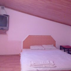 Гостиница Little House With Garden комната для гостей фото 2