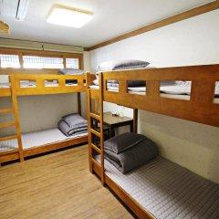 Отель Hi Jun Guesthouse Hongdae 2* Стандартный номер с различными типами кроватей фото 10