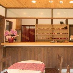 Отель Etchu Yatsuo Base OYATSU Япония, Тояма - отзывы, цены и фото номеров - забронировать отель Etchu Yatsuo Base OYATSU онлайн гостиничный бар