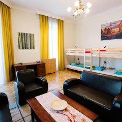 Friends Hostel and Apartments Budapest Кровать в женском общем номере фото 6