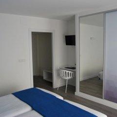 Отель Estudiotel Alicante сейф в номере