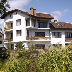 Отель Stoyanova Guest House вид на фасад фото 5