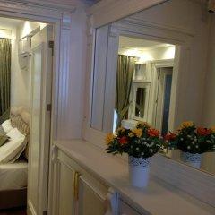 Отель La Petite Maison удобства в номере
