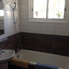 Отель Sea 'n Lake View Hotel Apartments Кипр, Ларнака - 1 отзыв об отеле, цены и фото номеров - забронировать отель Sea 'n Lake View Hotel Apartments онлайн ванная
