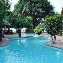 Отель Charm Beach Resort бассейн