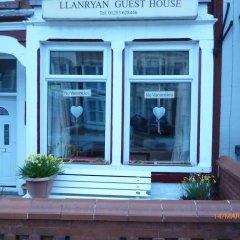 Отель Llanryan Guest House городской автобус