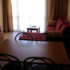 Апартаменты Sunny Village Apartment комната для гостей