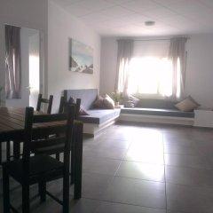 Отель Apartaments La Riera Испания, Курорт Росес - отзывы, цены и фото номеров - забронировать отель Apartaments La Riera онлайн комната для гостей фото 4