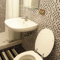 Отель Overseas Guest House Стандартный номер с различными типами кроватей (общая ванная комната) фото 15