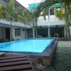 Отель Rovenrich бассейн