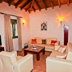Отель Aselinos Suites 3* Коттедж с различными типами кроватей фото 17
