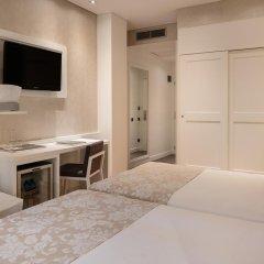 Отель Catalonia Puerta del Sol 4* Стандартный семейный номер с двуспальной кроватью