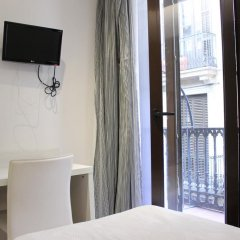 Отель Hostal Fina Испания, Барселона - отзывы, цены и фото номеров - забронировать отель Hostal Fina онлайн удобства в номере фото 2