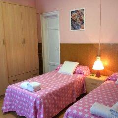 Отель Hostal Valls Барселона комната для гостей