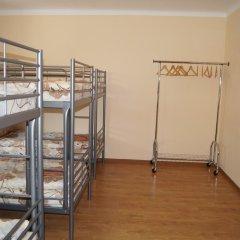 Vira Hostel Кровать в общем номере двухъярусные кровати