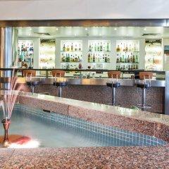 Отель Holiday Inn Lisbon Continental бассейн