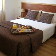 Hotel Louro 3* Улучшенный номер двуспальная кровать фото 3