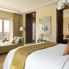Отель The Ritz-Carlton, Dubai Люкс с различными типами кроватей