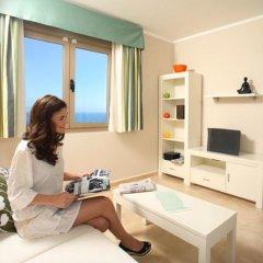 Отель Apartamentos Esmeralda Suites удобства в номере